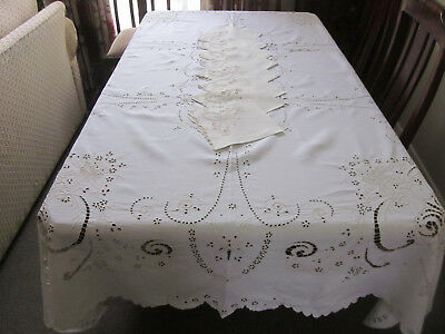 Finest Madeira Embroidered Rectangular Tablecloth With 8 Matching Napkins