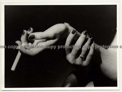 Photo Art: Etude de Mains / Hand Study (Vintage Photo: Leica II 1949)