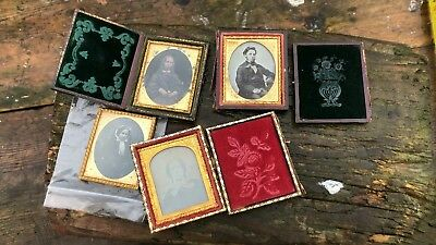 A Beautiful Vintage Antique Collection of Miniature Photographs Leather Case *