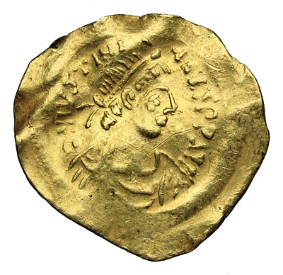 Justinian I, 527-565. Gold Tremissis. Constantinopolis. Victory holding wreath