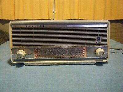 Philips Vintage Mantle valve Radio Model MM1 Purple & White turns on