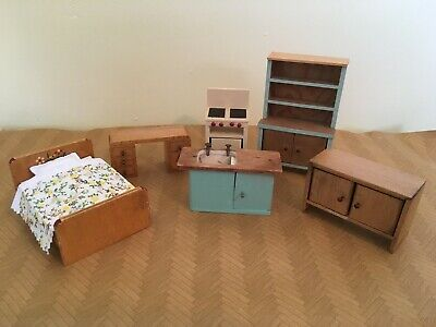 Beautiful, vintage 'Twigg' dolls house furniture collection