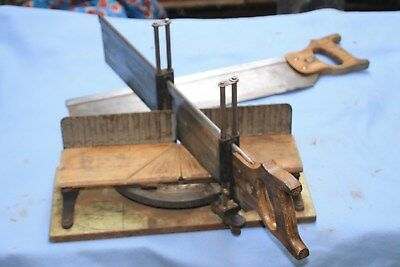 ANTIQUE VINTAGE STANLEY No 50 1/2 Mitre Box and 2 saws, Great Condition