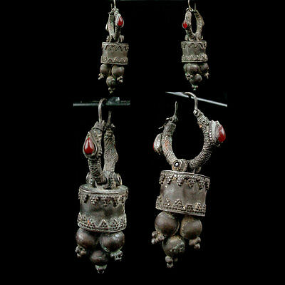 A pair of Gandharan silver earrings with garnet and carnelian inlay. x8383