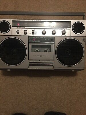 Exclnt Vintage GE General Electric 3-5257A AM/FM Cassette Boombox Ghetto Blaster