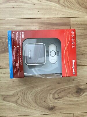Honeywell Series 5 Wireless Plug-in Doorbell with Push Button - DC515NBS