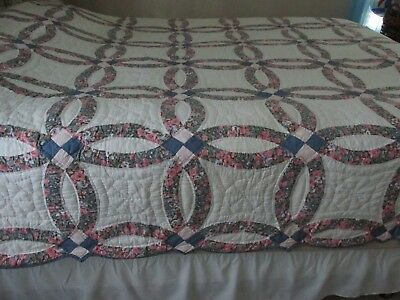 """Vtg. Antique Double Wedding Ring Quilt  87'' x 96""""  Shabby blue and pink"""