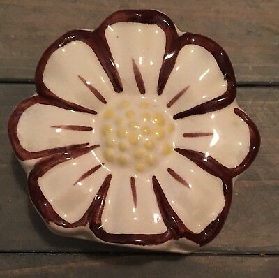 Vintage flower wall pocket Cream Brown & Yellow