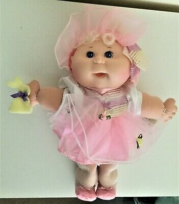 Cabbage Patch Kid 1995 - Pretty In Pink Holding Her Easter Bunny - Ex Cond.