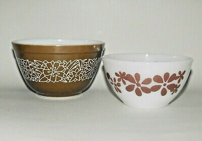 2 x Pyrex Mixing Bowls Woodland Brown & Brown Daisy Chain ReTRo 1970's