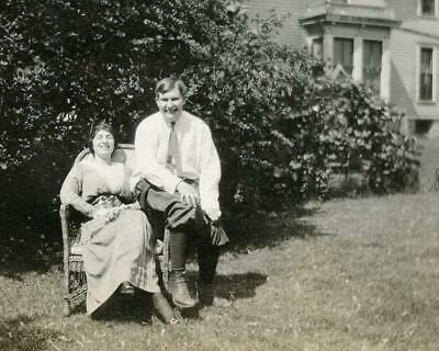 NT538 Vintage Photo EDWARDIAN FUN LOVING COUPLE WICKER CHAIR YARD c Early 1900's