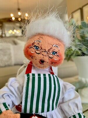 Annalee Doll Mrs. Claus Mrs. Relaxing Santa Holding Slippers Ooh Mouth Eyes Open