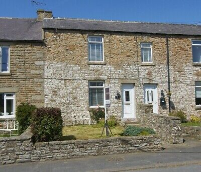 Yorkshire Dales Pennine Way Traditional Large Stone 3 double bedroom cottage