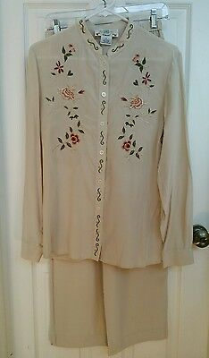 bdca290789b9b ORVIS Women s Tan 2 Piece Top Pant 100% Silk Suit Size 8 Embroidered Flowers
