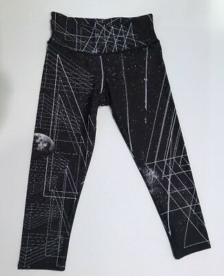 4bb096afdf ONZIE YOGA PANTS Graphic Capri Black Below Knee Leggings Sz XS NWT ...