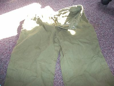 army green capris new no tag size 3 nice with lots of pockets 100% cotton made