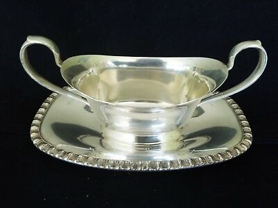 Vintage Wm Rogers CASTLE Silver Plate Gravy Sauce Boat w/attached Drip Plate