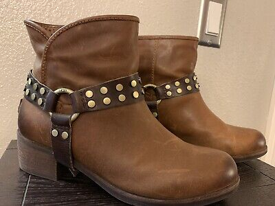 3dc06e8bec57 UGG AUSTRALIA Women s Darling Brown Harness Leather Ankle Boot Booties Size  7.5