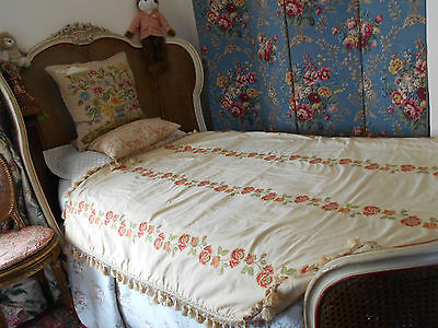 STUNNING VINTAGE PASSEMENTERIE DAMASK COVER or BEDSPREAD or THROW