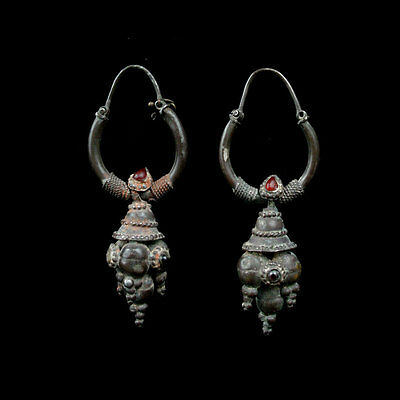 A pair of Gandharan silver earrings with garnet and carnelian inlay. x8384