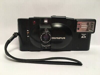 Vintage 35 Mm Camera Olympus XA2 D Zuiko 1:3.5 F=35mm Made In Japan A11 Flash
