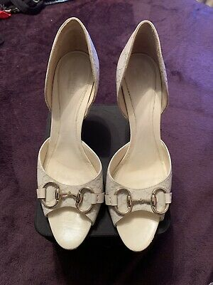 7b65b37cfe372 GUCCI OFF-WHITE MONOGRAM LEATHER DOR SAY PEEP TOE HORSEBIT BUCKLE HEELS  Size 9