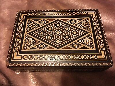 PRETTY & INTRICATELY INLAID ANGLO INDIAN TRINKET BOX c1900 LOVELY MICRO MOSIAC