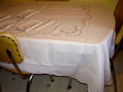 """Vintage Embroidered Linen Tablecloth w/4 Napkins Scallop Edges 84"""" x 68"""" Ireland"""