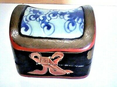 ANTIQUE Chinese Lacquer Box c1900 With c1800 blue & white porcelain Shard Lid