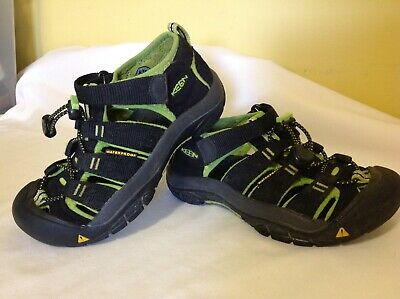 3013bed27e81 Keen Newport H2 Closed Toe Sport Sandals ~ Boys Youth Size 13 ~ Waterproof  Black