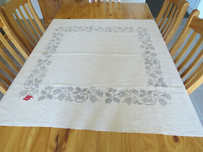 Vintage Traced Ecru Linen **Strawberries & Leaves** to Cross Stitch
