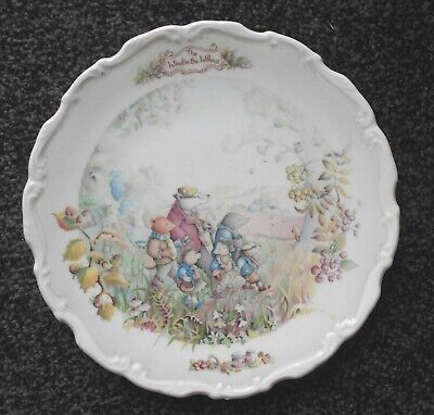 ROYAL ALBERT WIND IN THE WILLOWS PLATE Autumn in the wild wood