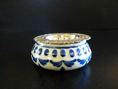 Silver plated tea strainer with Delft Blue drip bowl