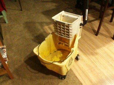 Yellow Rubbermaid Mop Bucket 7571 w/Rubbermaid Mop Wringer 6127 Commercial