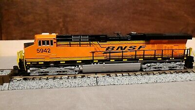 kato N 176-8922  UNION PACIFIC  ES44ac   #5475. DC or DCC tcs or digitrax