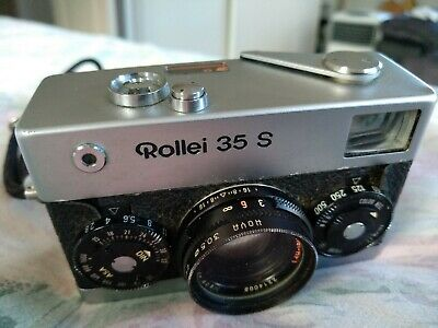 Rollei 35 S vintage camera w/ Sonnar 40mm f2.8 lens. Hoya filter fitted