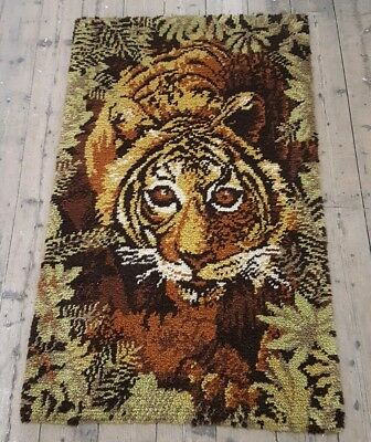 Large Vintage Latch Hook Rya Style Rug. Tiger in Jungle 150 x 91cms.  VGC.