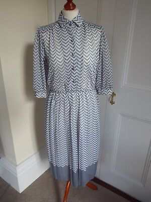 1980s original vintage dress. Grey & white. Debenhams. Size 14