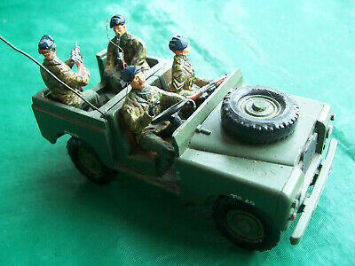 1/32 54mm 1980's Ulster Britains Land Rover and 4 handpainted Metal figures