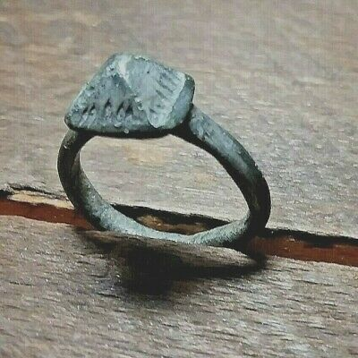 ANCIENT ROMAN SILVER (AR) RING. Approx. Size 6.  Item #524