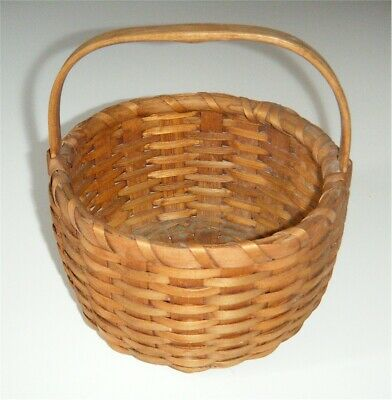 ANTIQUE c. 1900 NEW ENGLAND GATHERING BASKET, 6 INCH TALL, SPLINT, CARVED HANDLE