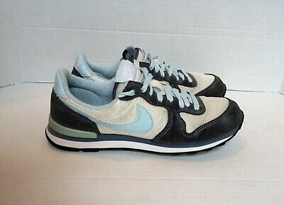 huge discount 288f2 d565e Nike Womens Tennis Shoes Size 7 Internationalist - Blue and White Suede  Classic
