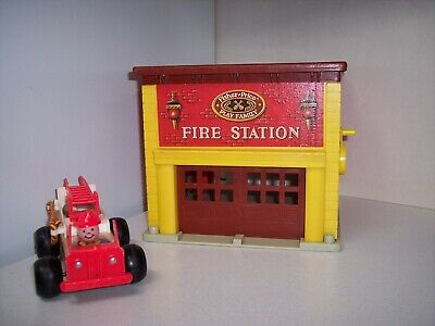 vtg Fisher Price Play Family fire station and fire engine with sounds
