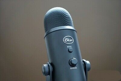 Blue Microphones -  Yeti Blackout Edition USB Condenser Professional Microphone