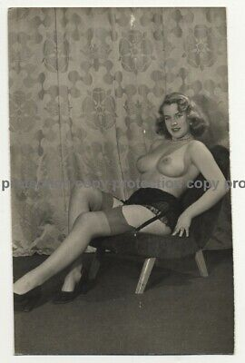 Busty Semi Nude Brunette On Lounge Chair *4 (Vintage Photo ~1950s)
