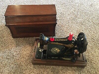 Antique 1906 Singer Hand Crank Sewing Machine Wooden Dome Case