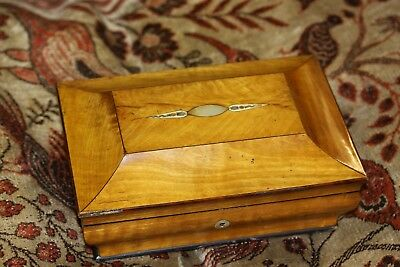 19TH Century French Royal satinwood inlaid casket lovely