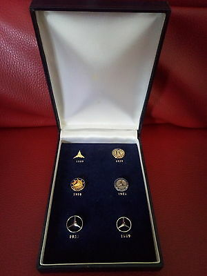 Coffret Collector Logo Insignes Pins Mercedes Benz de 1909 à 1989 Collection