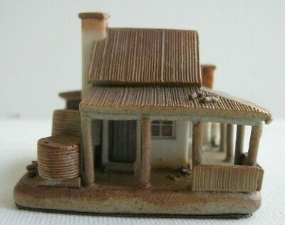 Miniature 4.3cm high ceramic BUSH COTTAGE AUSTRALIAN HOMESTEAD Fred Hillier