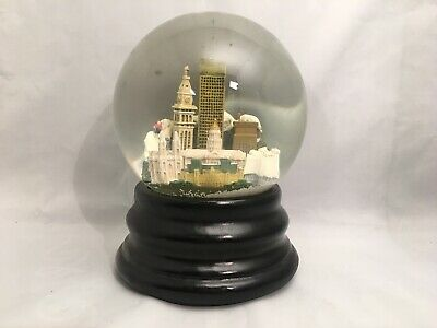 Den Ver Saks Fifth Avenue Snow Globe Three Jays Imports Musical